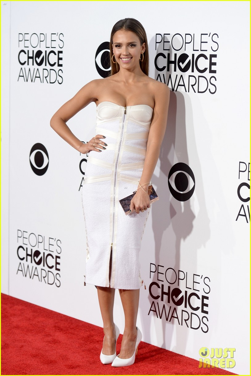 jessica alba peoples choice awards 2014 red carpet 013025498