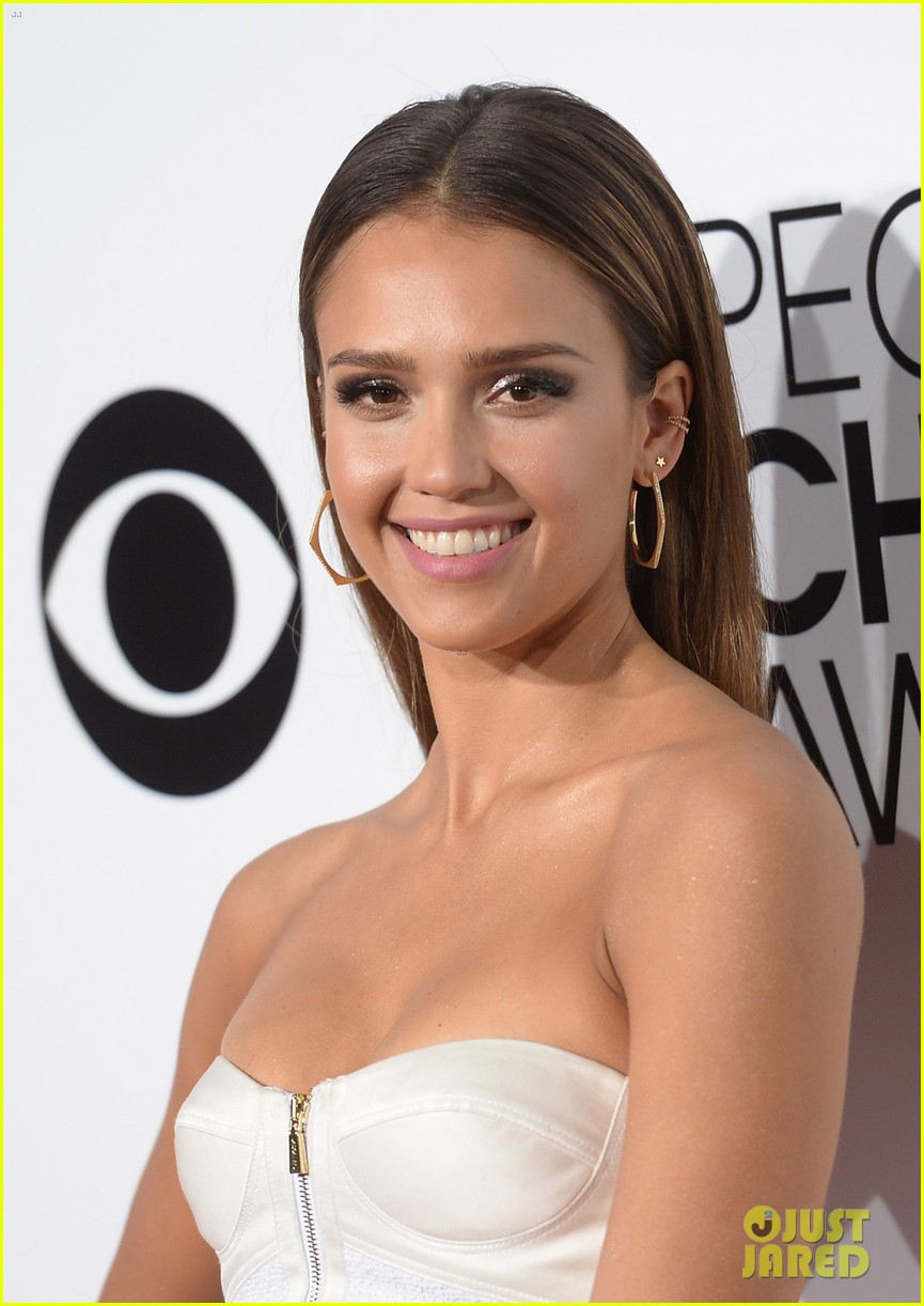 jessica alba peoples choice awards 2014 red carpet 023025499