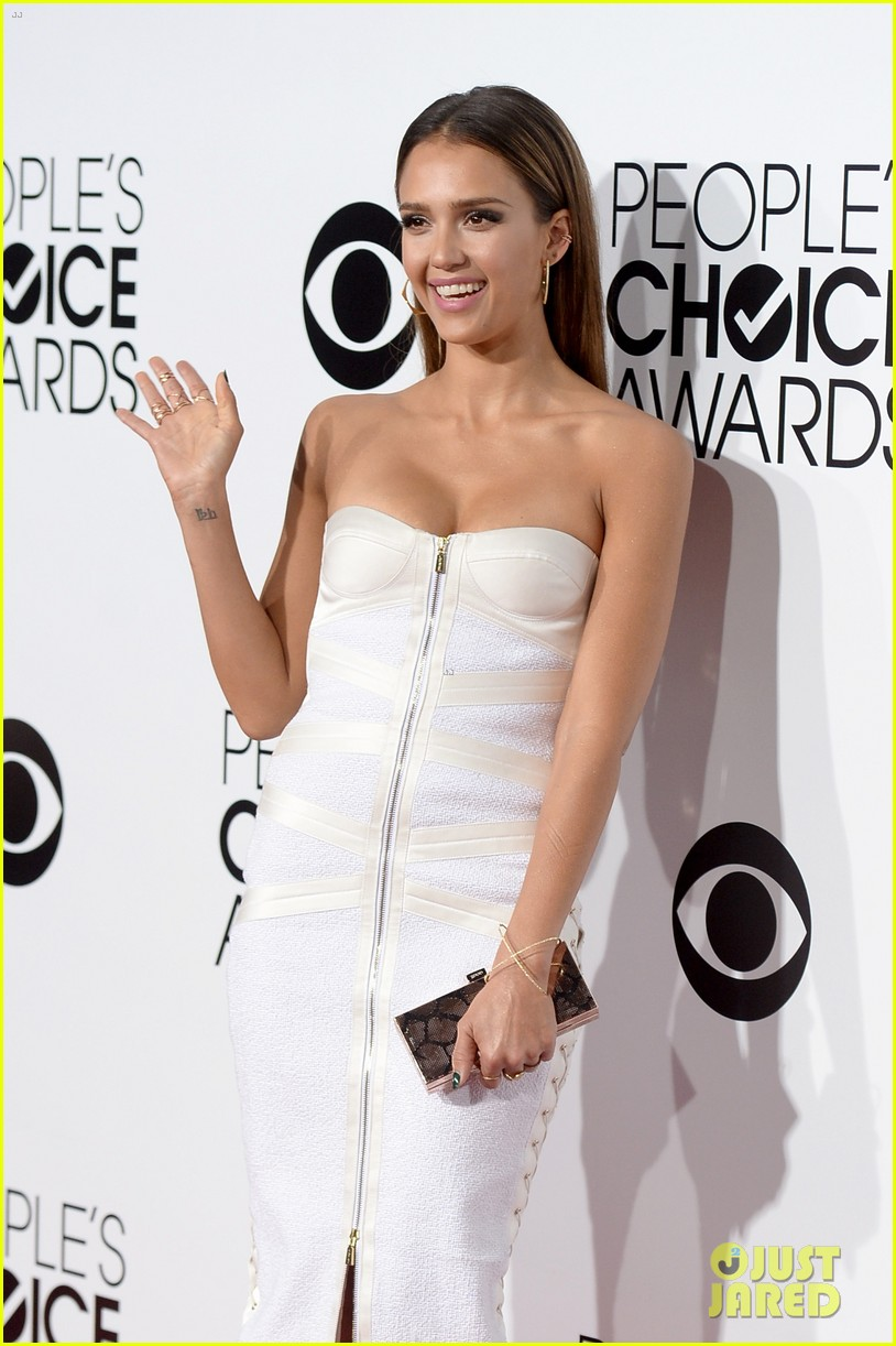 jessica alba peoples choice awards 2014 red carpet 063025503