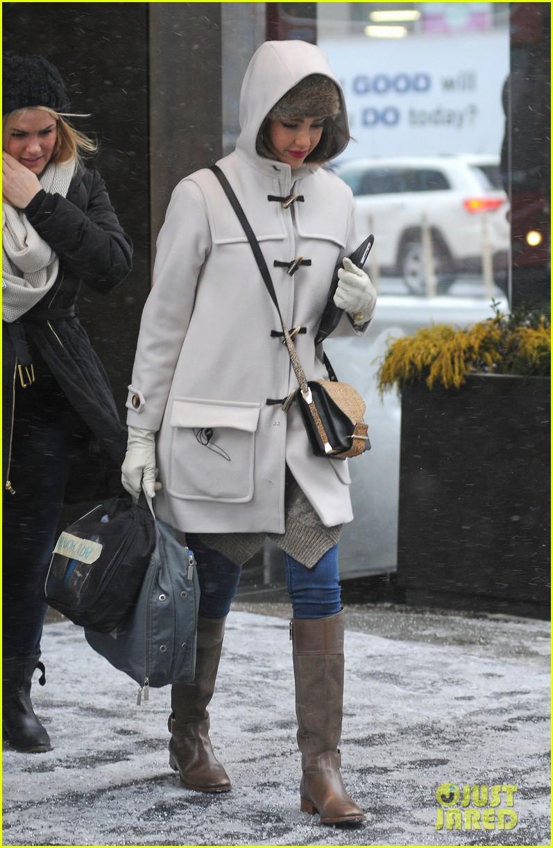 jessica alba snowy new york exit 033037638