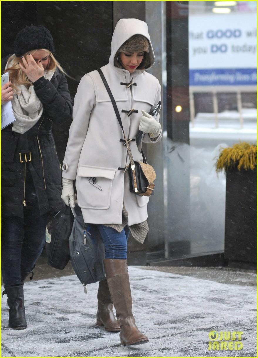 jessica alba snowy new york exit 053037640