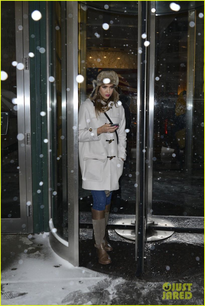 jessica alba snowy new york exit 083037643