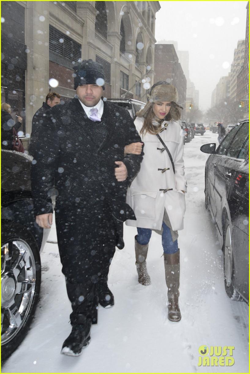 jessica alba snowy new york exit 123037647
