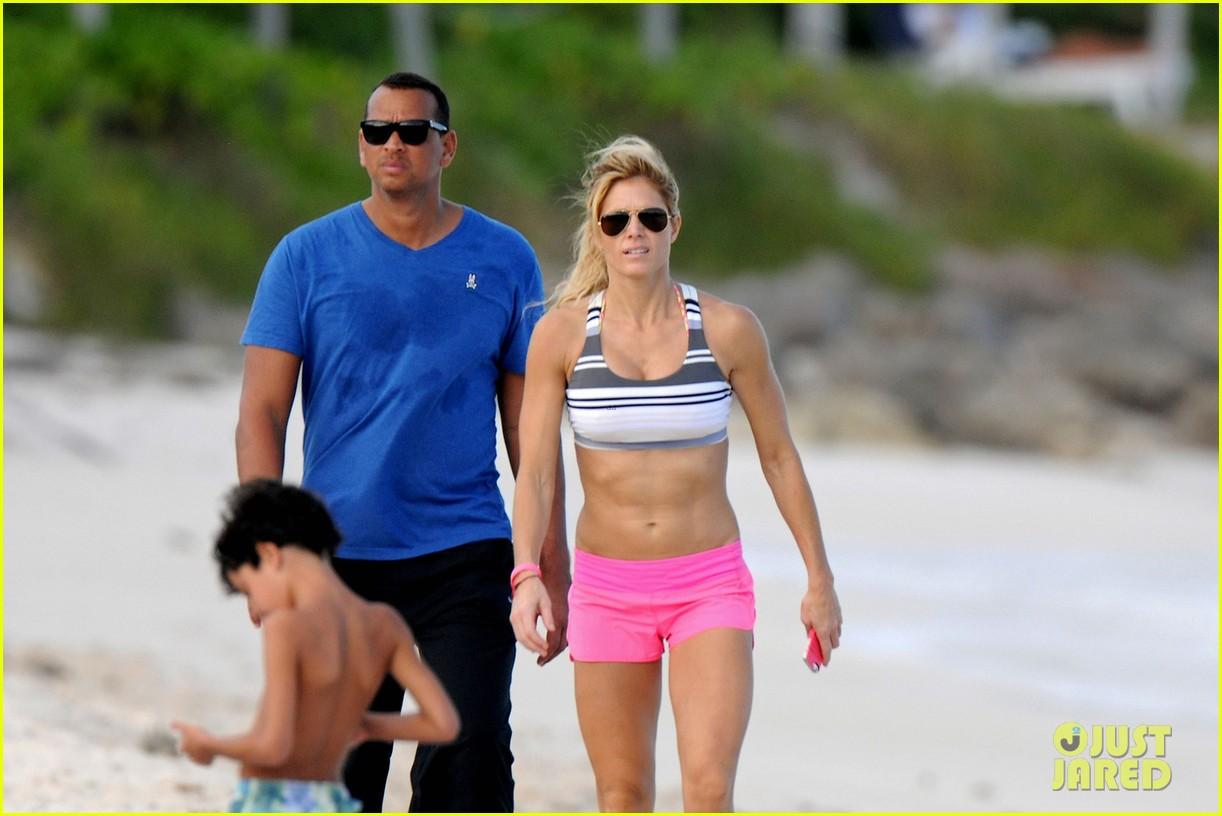 alex roriguez beach stroll with ab boasting torrie wilson 033021025