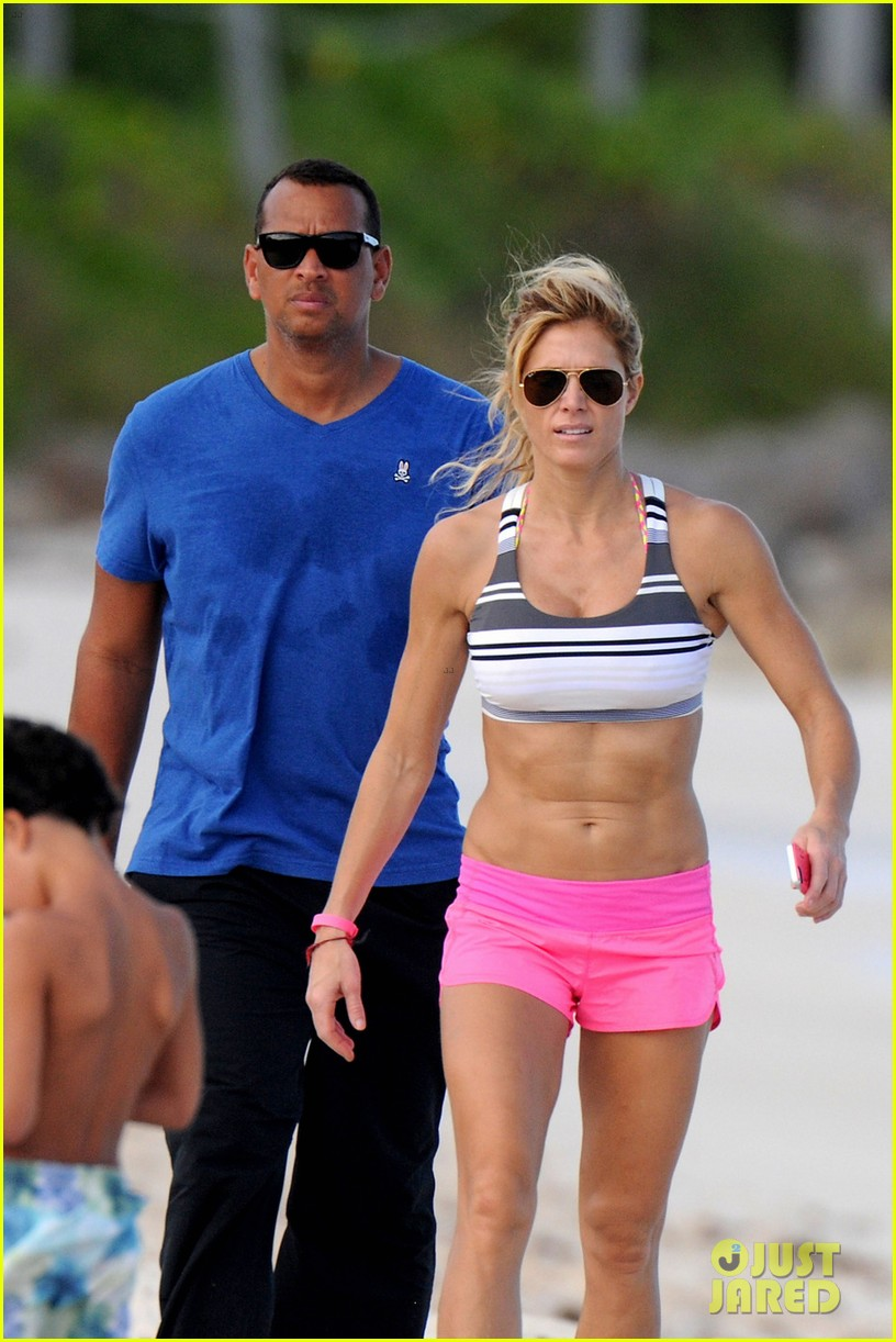 alex roriguez beach stroll with ab boasting torrie wilson 083021030