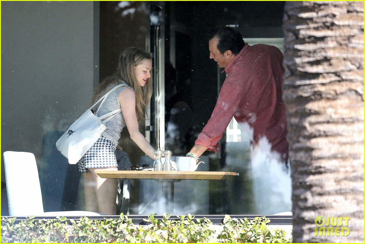 amanda seyfried justin long take finn to the doggy dentist 173035594