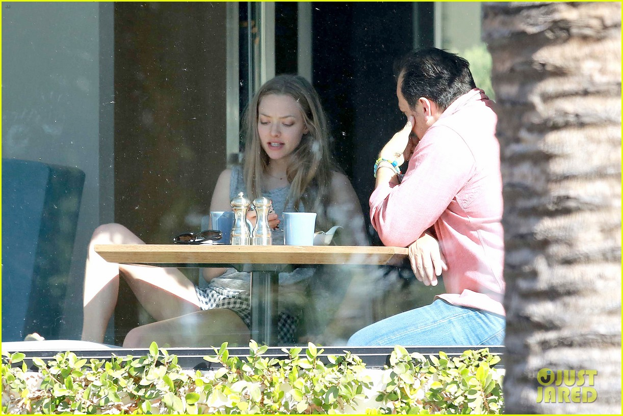 amanda seyfried justin long take finn to the doggy dentist 223035599