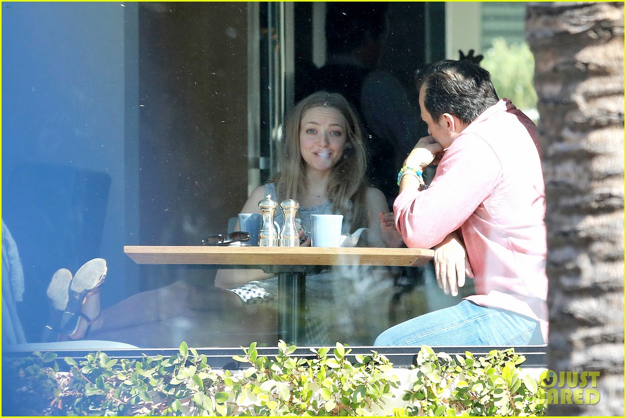 amanda seyfried justin long take finn to the doggy dentist 233035600