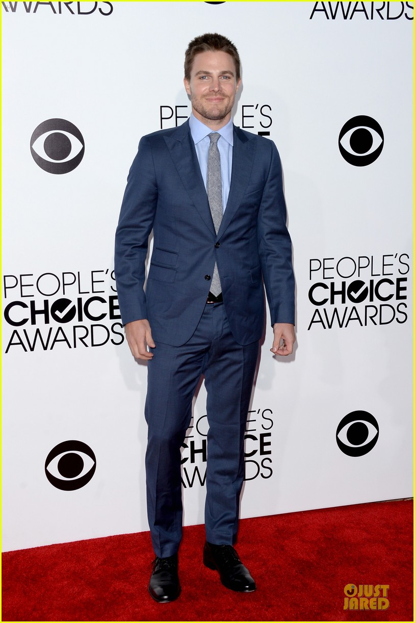 stephen amell presenter at peoples choice awards 2014 013025735