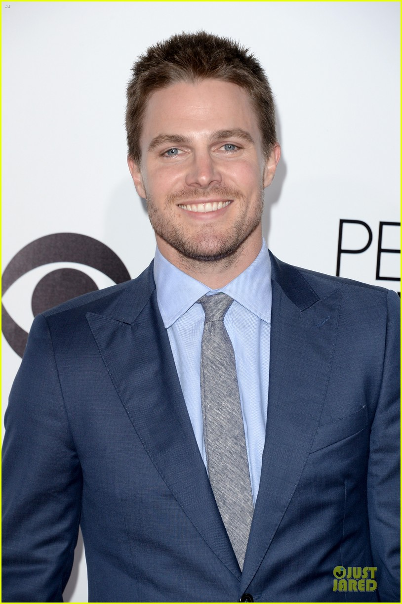 stephen amell presenter at peoples choice awards 2014 02