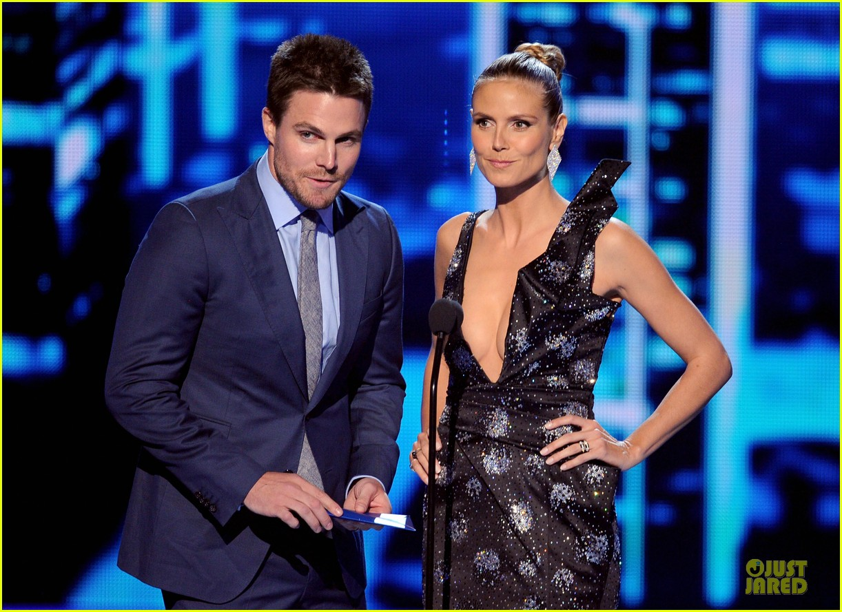 stephen amell presenter at peoples choice awards 2014 043025738