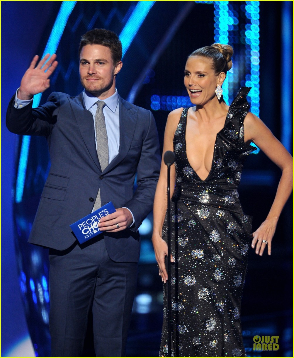 stephen amell presenter at peoples choice awards 2014 053025739