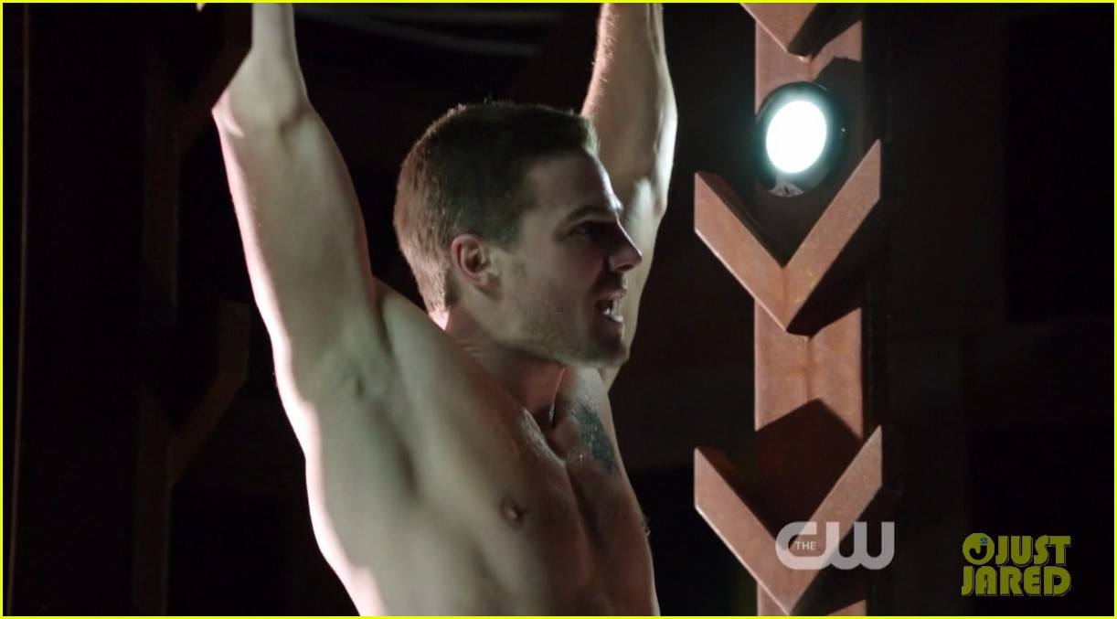 stephen amell ridiculously ripped abs in shirtless arrow stills 083044661