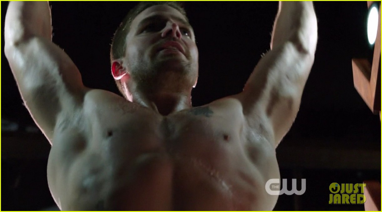 stephen amell ridiculously ripped abs in shirtless arrow stills 113044664