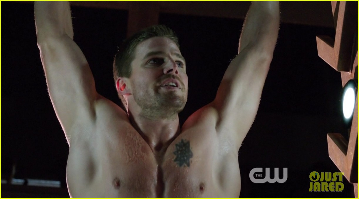 stephen amell ridiculously ripped abs in shirtless arrow stills 12