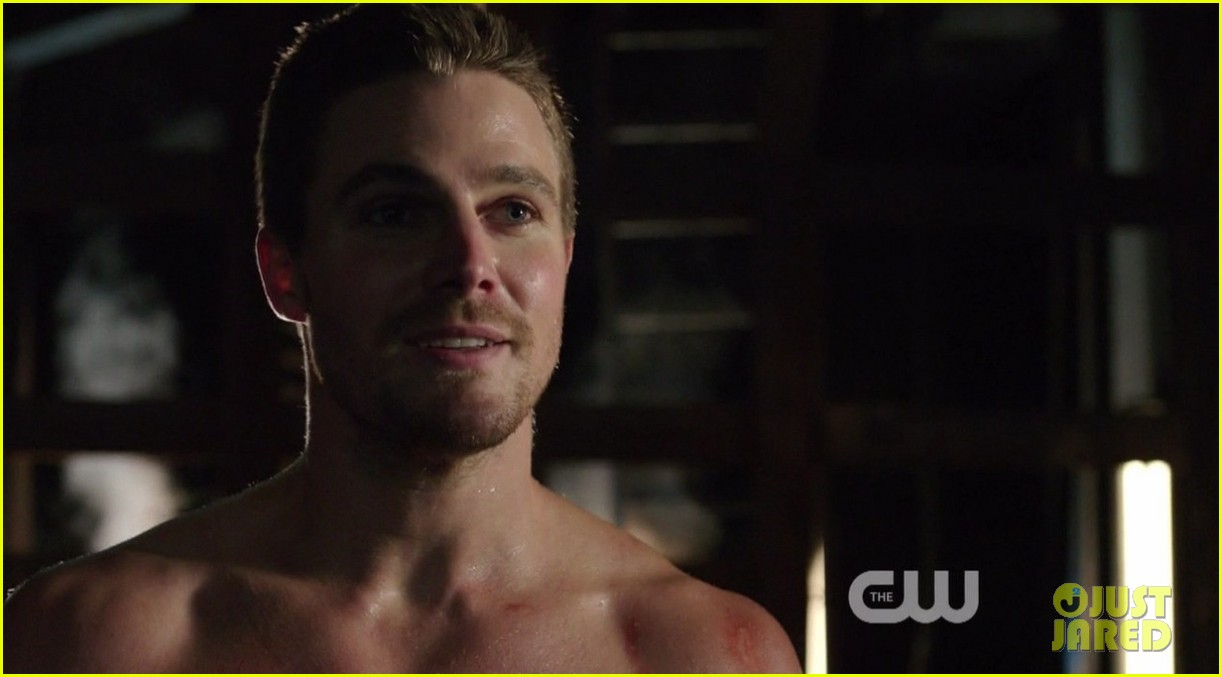 stephen amell ridiculously ripped abs in shirtless arrow stills 143044667