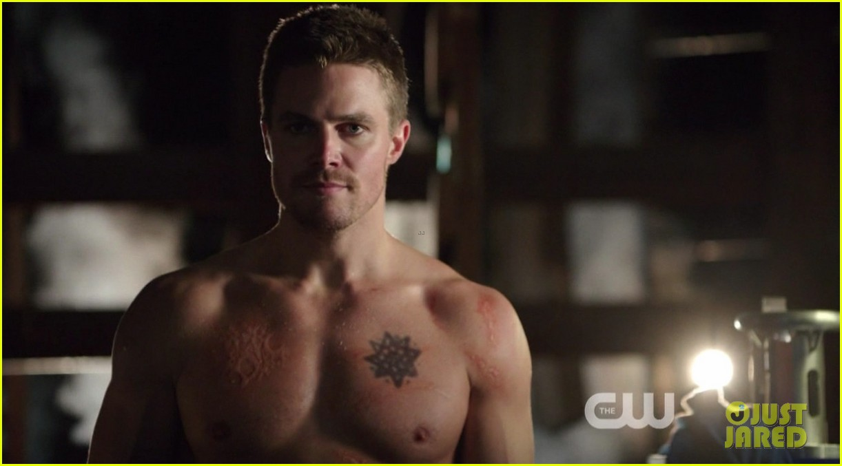 stephen amell ridiculously ripped abs in shirtless arrow stills 153044668
