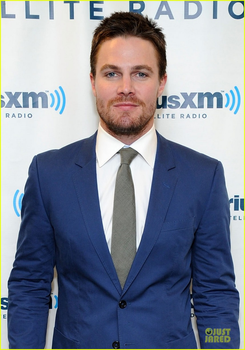 stephen amell arrow promo at siriusxm studios 023037513
