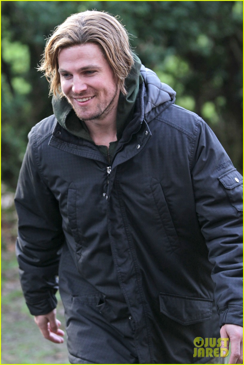 stephen amell long haired wig for arrow scenes 04