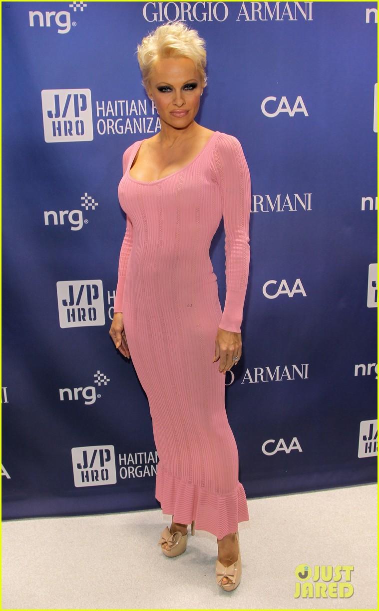 Pamela Anderson Remarries Rick Salomon - See the Wedding Ring ...