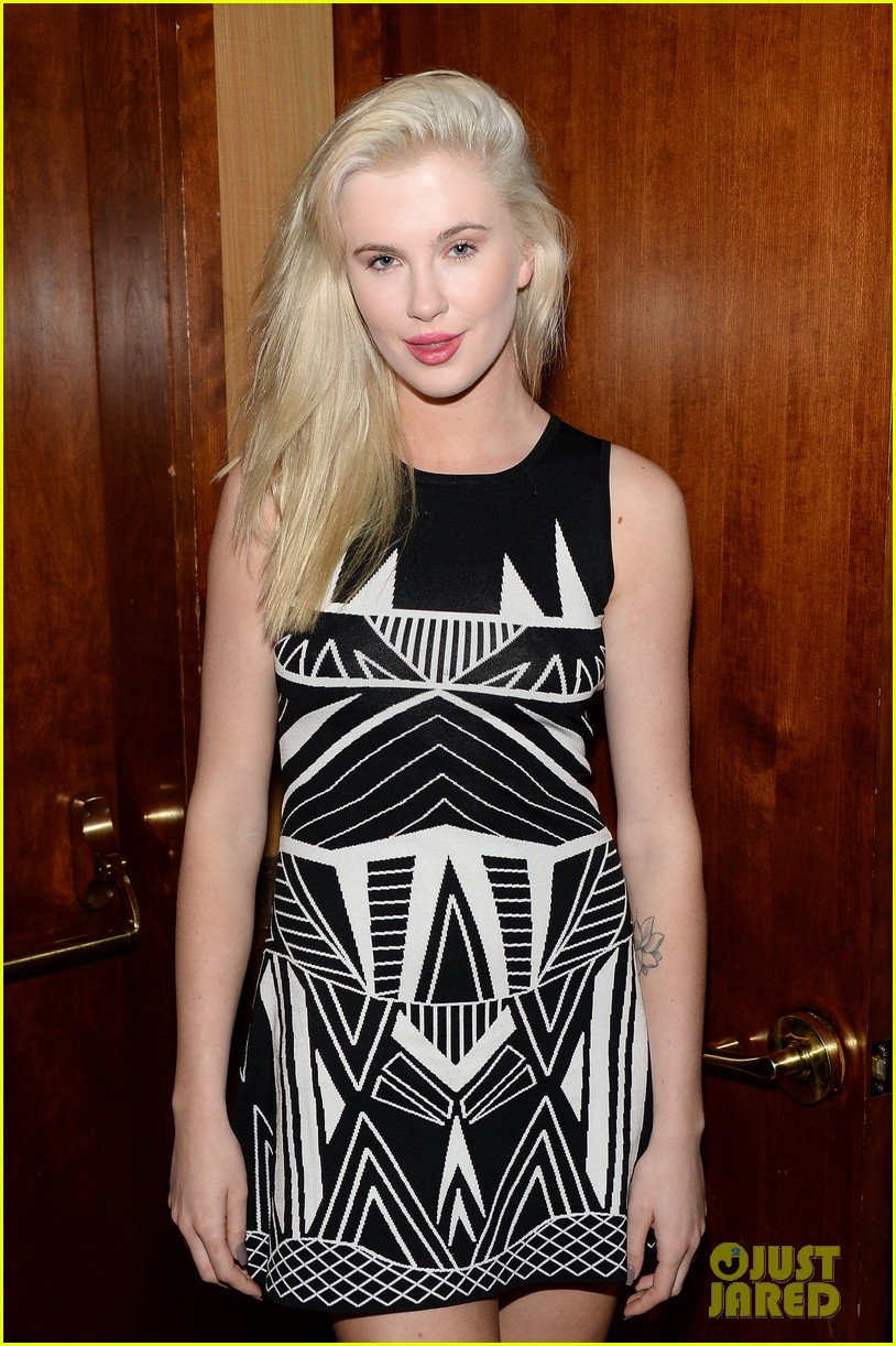ireland baldwin walks red carpet at inspire gala with dad alec 123043971