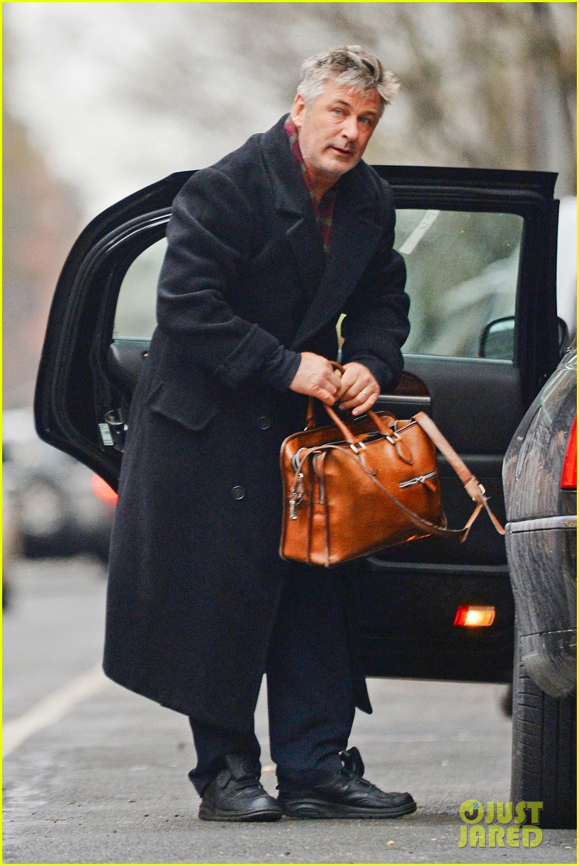 alec baldwin steps out before big snowstorm 06