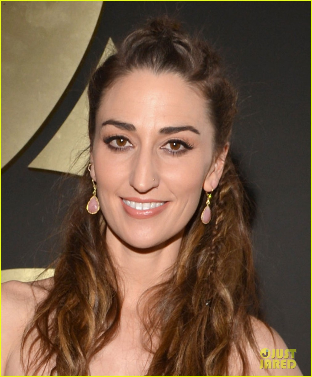 sara bareilles grammys 2014 red carpet 033041272