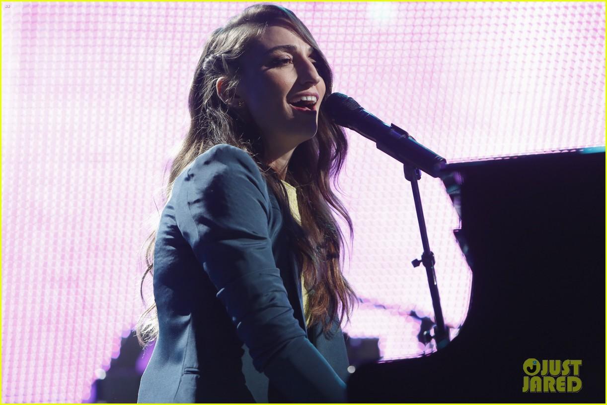 sara bareilles performs new single i choose you on kimmel 043045069