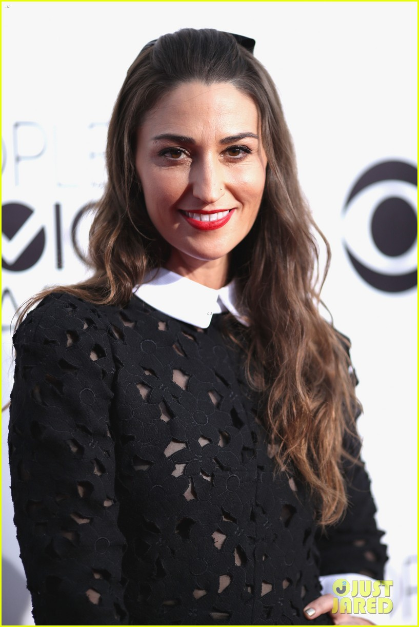 sara bareilles peoples choice awards 2014 red carpet 01