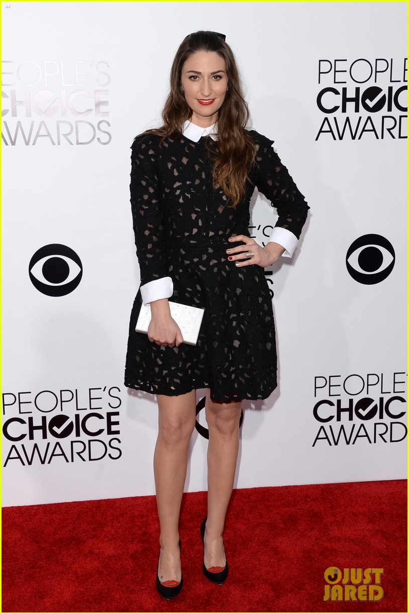 sara bareilles peoples choice awards 2014 red carpet 03