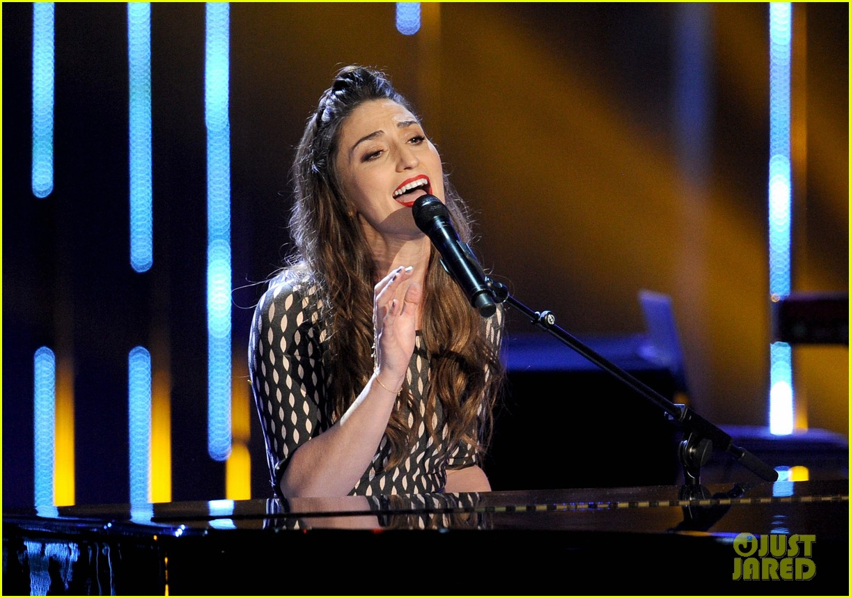sara bareilles peoples choice awards 2014 performance video 05