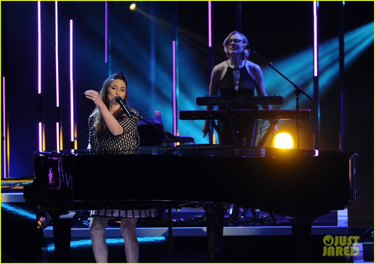 sara bareilles peoples choice awards 2014 performance video 103025734