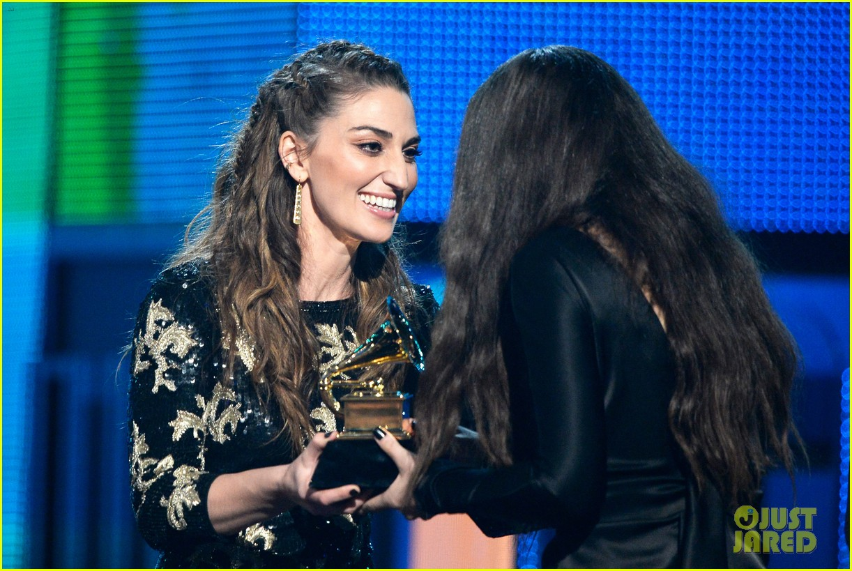 sara bareilles carole king grammys brave beautiful mashup at grammys 2014 video 04