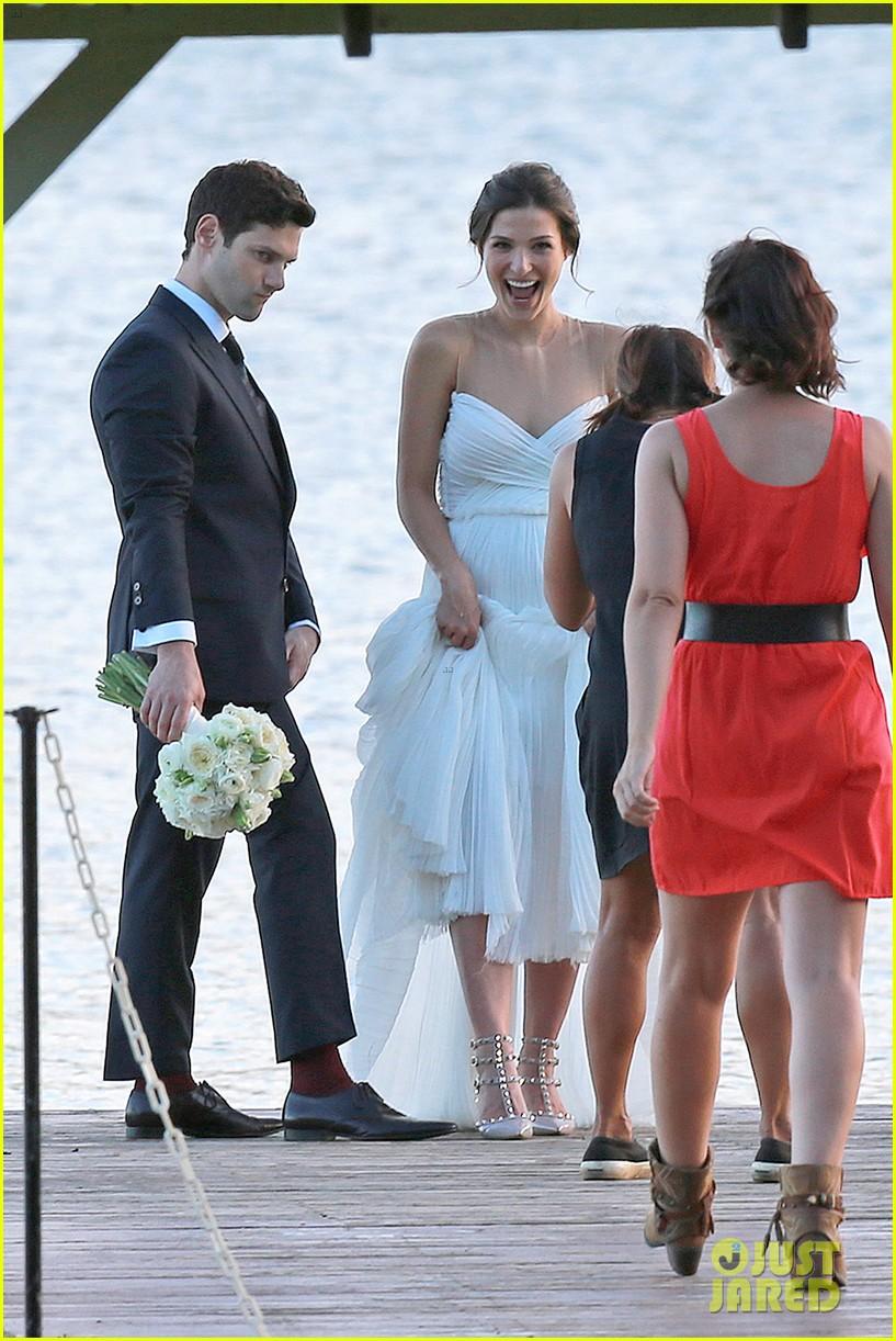 justin bartha marries lia smith in hawaii wedding photos here 043022788