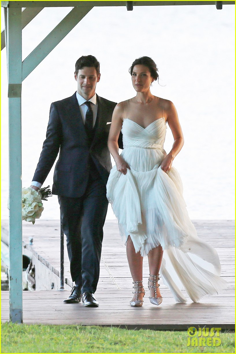 justin bartha marries lia smith in hawaii wedding photos here 05
