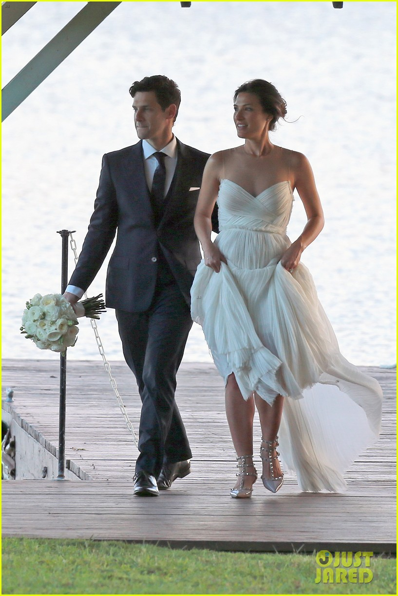 justin bartha marries lia smith in hawaii wedding photos here 073022791