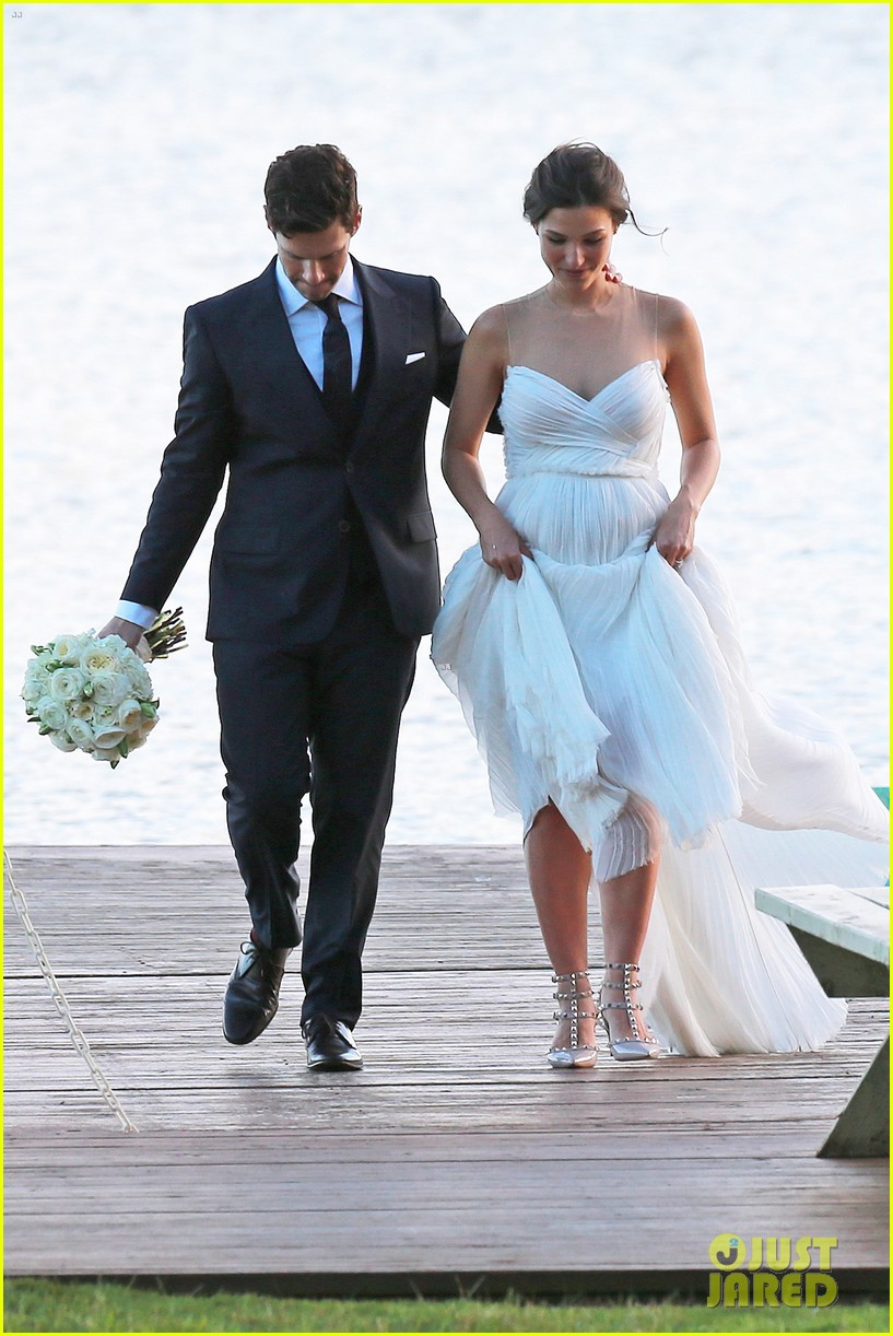 justin bartha marries lia smith in hawaii wedding photos here 083022792