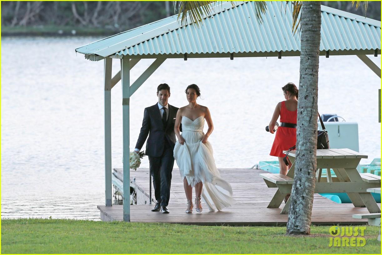 justin bartha marries lia smith in hawaii wedding photos here 103022794