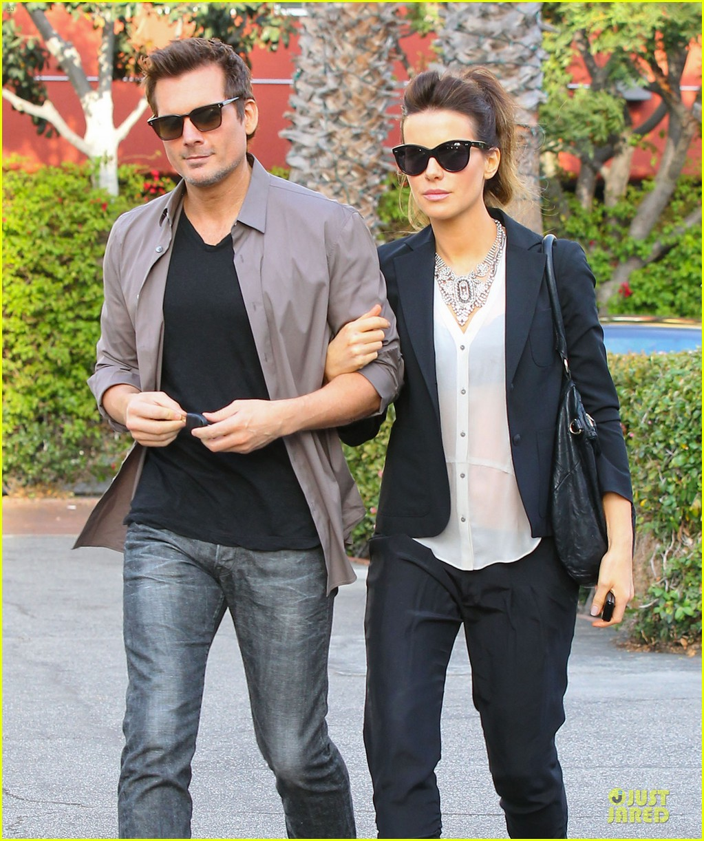 kate beckinsale len wiseman hook arms at fred segal 043043054