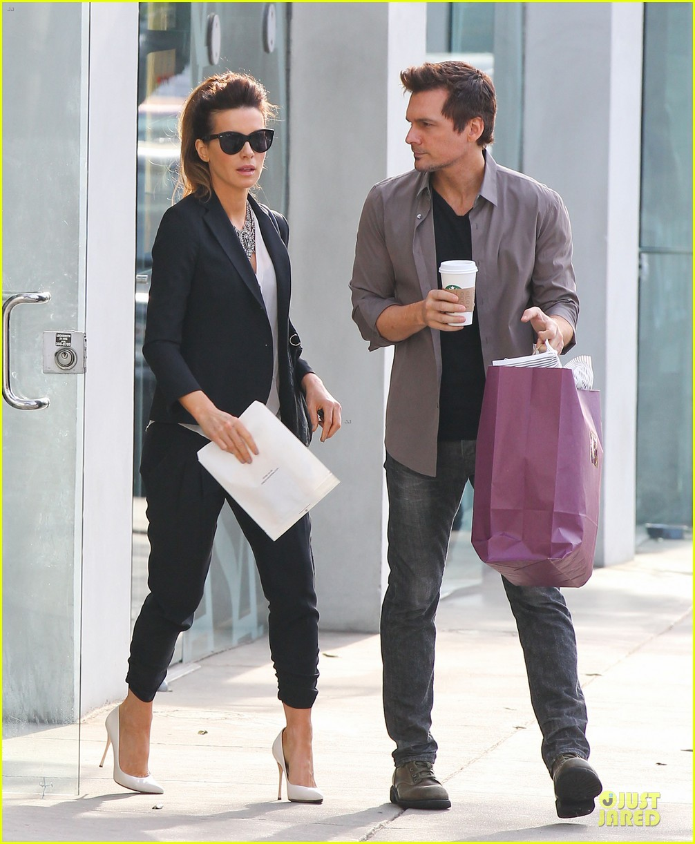 kate beckinsale len wiseman hook arms at fred segal 083043058