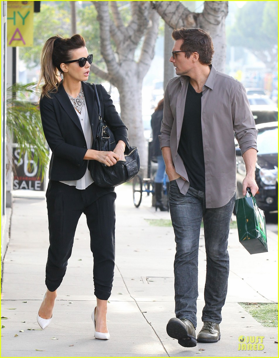 kate beckinsale len wiseman hook arms at fred segal 123043062