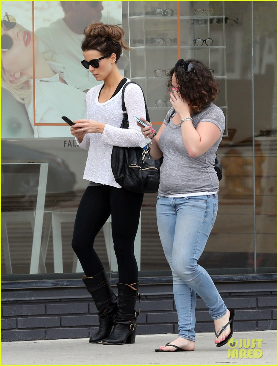 kate beckinsale gets her shop on in weho 013037841