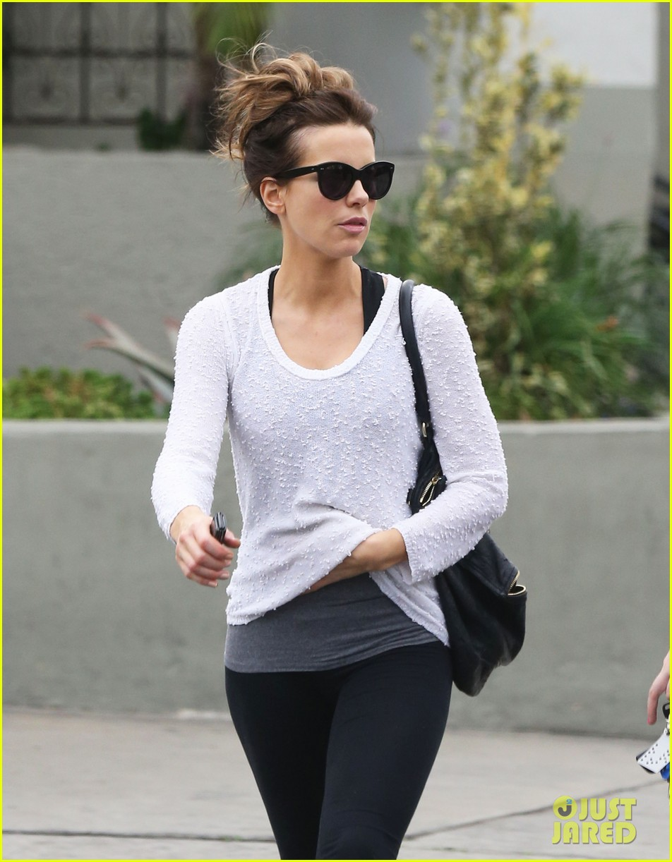 kate beckinsale gets her shop on in weho 103037850
