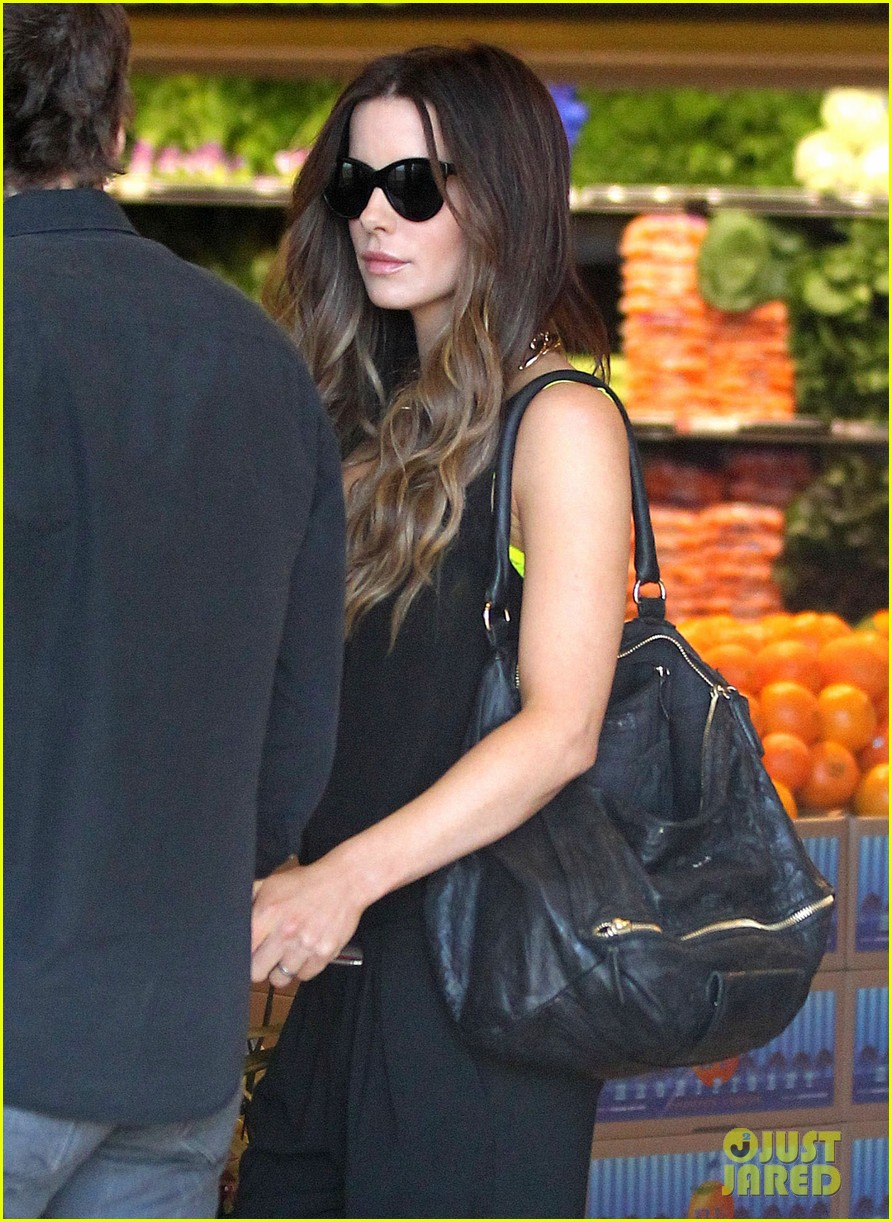 kate beckinsale super stylish whole foods run 18