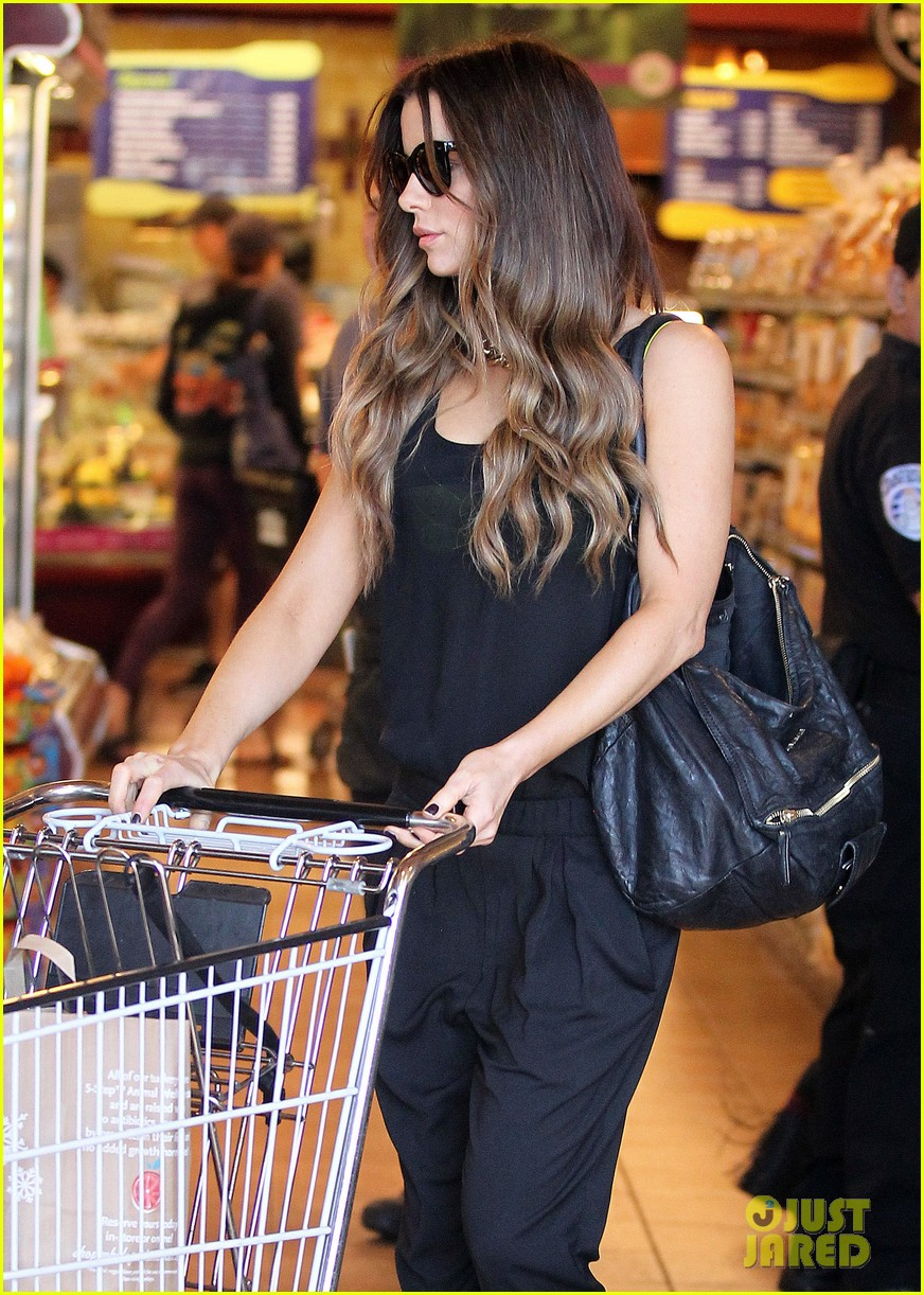 kate beckinsale super stylish whole foods run 253023344