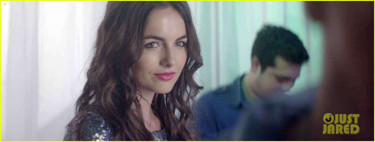camilla belle skylar astin share awkward kiss in cavemen exclusive clip 033025966