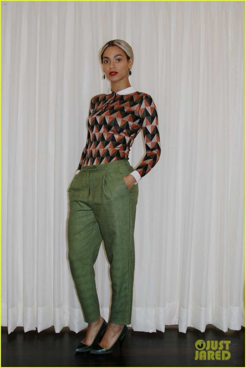 beyonce attends michelle obama 50th birthday party pics 01