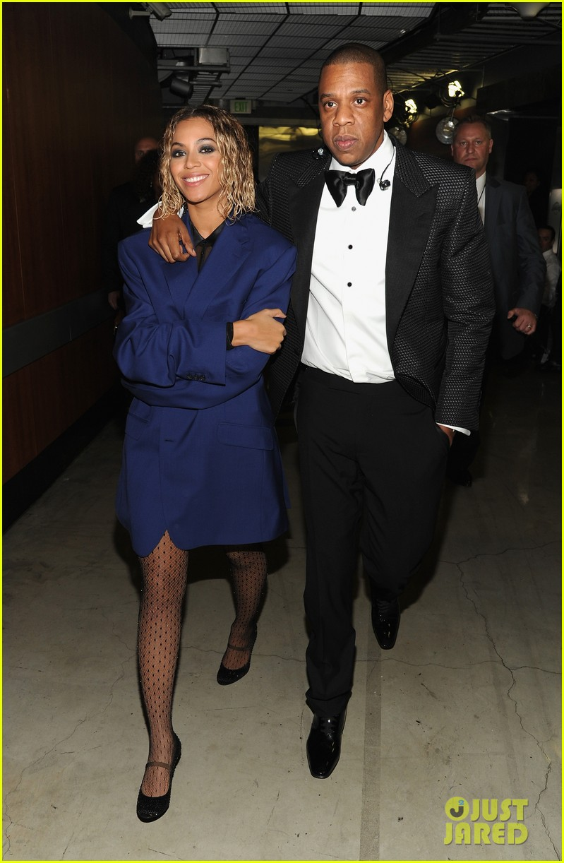 beyonce covers up backstage at grammys 2014 with jay z 033041261