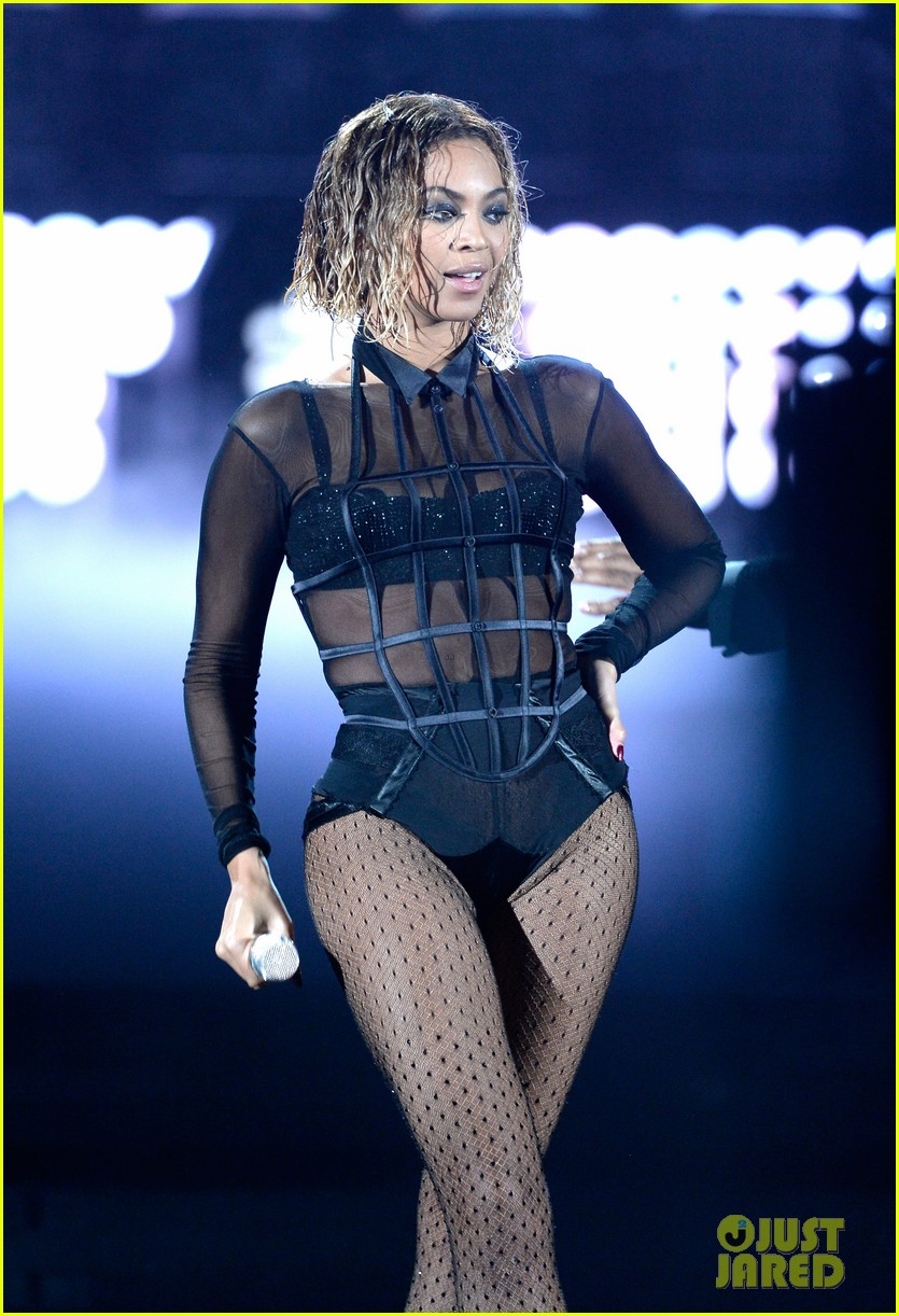 beyonce jay z drunk in love at grammys 2014 watch now 04
