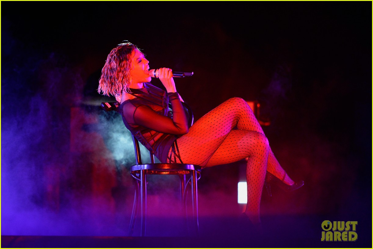 beyonce jay z drunk in love at grammys 2014 watch now 063041188
